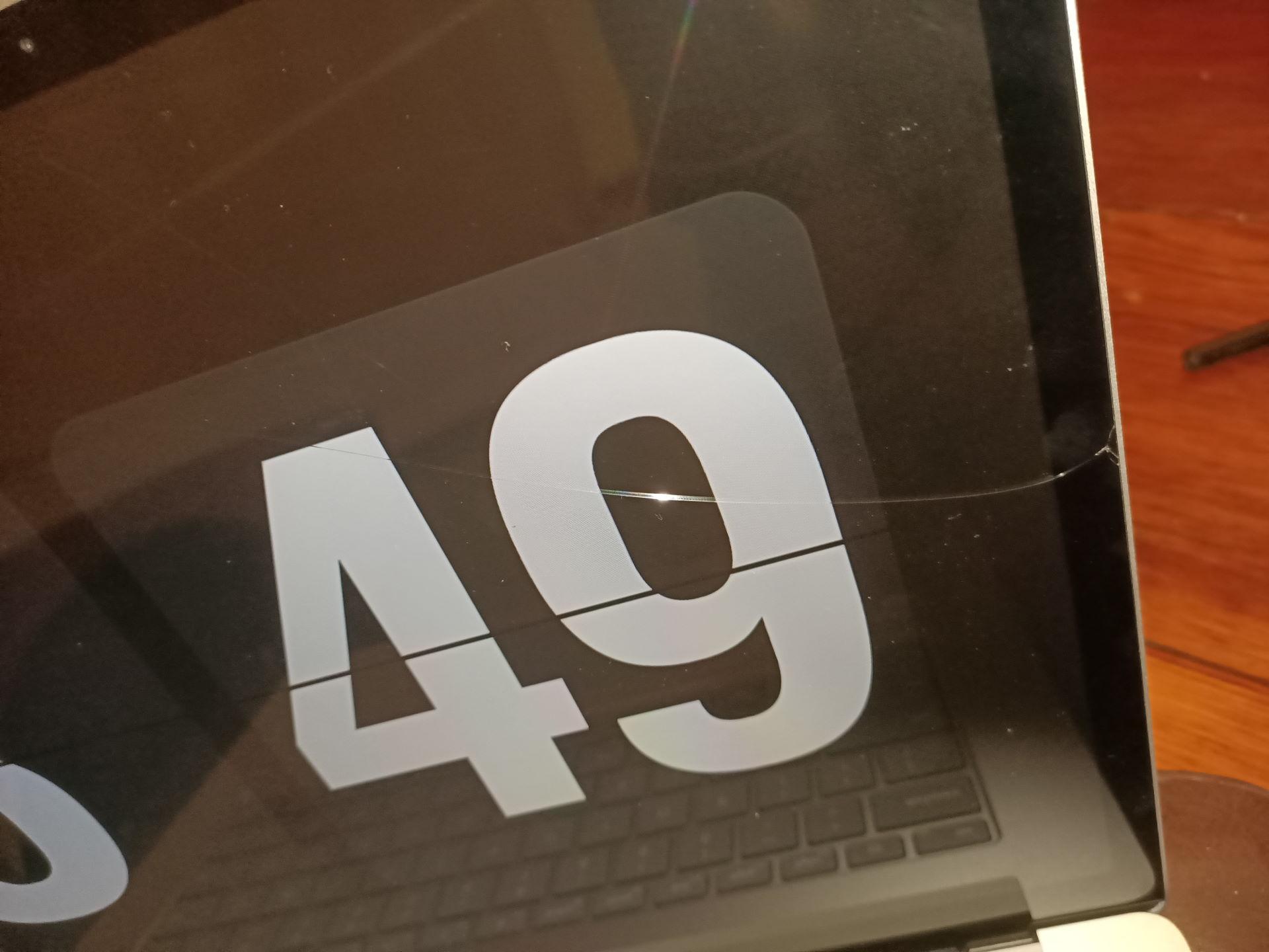 Surface Laptop 3 pęknięty ekran